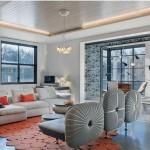 Thảm sàn được kết cấu từ các hình tròn đan xen lẫn nhau, màu cam tạo điểm nhấn cho không gian